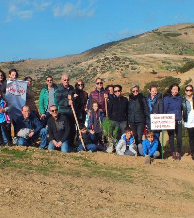 Henkel Yeşil Gelecek için İzmir'de Çocuklarla 1.448 Fidan Dikti