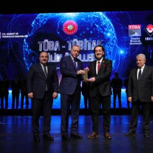 Doç. Dr. Zeki Candan'a Üstün Başarılı Genç Bilim İnsanı Ödülü